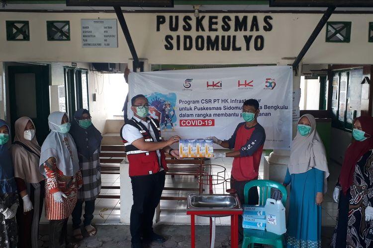 Penyerahan APD kesehatan oleh Hutama Karya Infrastruktur dan Hutama Karya Persero di Bengkulu
