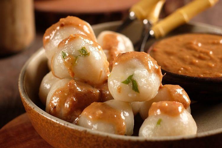 Resep Cilok Isi Telur Puyuh, Siram dengan Bumbu Kacang Gurih
