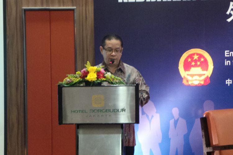 Deputi Bidang Koordinasi Kerja Sama Ekonomi Internasional Kemenko Perekonomian Rizal Affandi Lukman, dalam acara Seminar Kebijakan dan Prosedur Penggunaan Tenaga Kerja Asing di Indonesia, di Hotel Borobudur, Jakarta Pusat, Senin (17/7/2017).