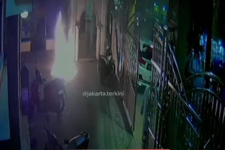 Tempat ibadah di Jalan Kamal Raya, Cengkareng, Jakarta Barat, dilempar bom molotov pada Sabtu (27/12/2020) malam.