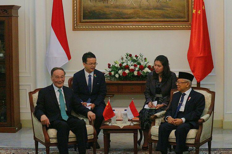 Wakil Presiden Maruf Amin menerima kunjungan Wakil Presiden China Wang Qhisan di Istana Wapres, Jakarta, Senin (21/10/2019)