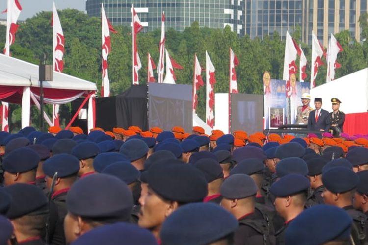 Presiden Joko Widodo menjadi inspektur upacara (irup) peringatan HUT ke-73 Bhayangkara di halaman Monumen Nasional (Monas), Jakarta Pusat, Rabu (10/7/2019).