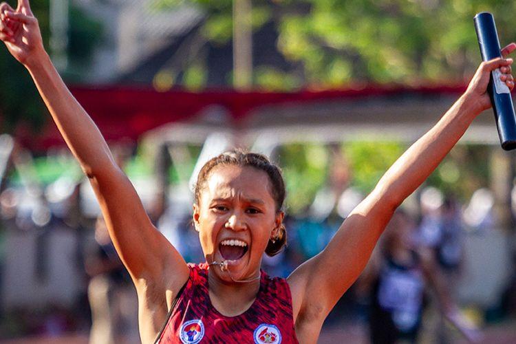 Pelari Indonesia Daniela Elim melakukan selebrasi saat menyentuh garis finis pada final Lari Estafet 4x100 meter Putri Atletik ASEAN Schools Games ke-11 Tahun 2019 di GOR Tri Lomba Juang, Semarang, Jawa Tengah, Senin (22/7/2019). Tim pelari putri Indonesia berhasil meraih medali emas dengan catatan waktu 46.83 detik disusul tim pelari Thailand dengan medali perak (47.20 detik) dan tim pelari Malaysia dengan medali perunggu (47.73 detik).