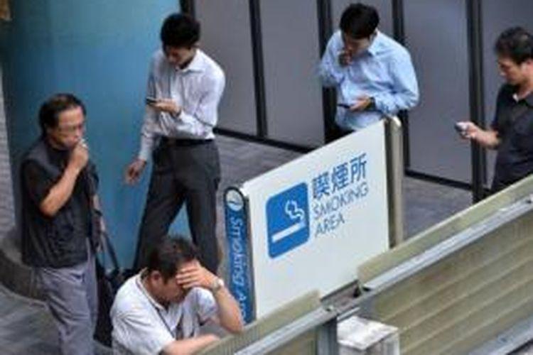 Jumlah perokok di Jepang menurun setelah pemerintah menaikkan pajak penjualan sejumlah barang termasuk rokok.