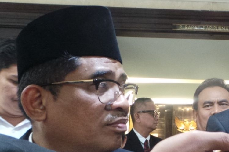 Pelaksana Tugas (Plt) Gubernur DKI Jakarta Sumarsono (kiri) bersama Wakil Ketua DPRD DKI Jakarta Triwisaksana, di gedung DPRD DKI Jakarta, Rabu (15/3/2017).