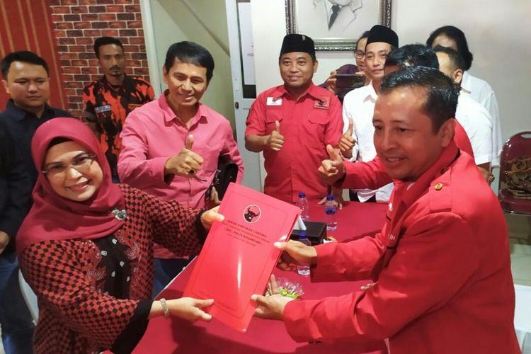Putri Maruf Amin, Siti Nur Azizah telah mengembalikan formulir calon wali kota Tangerang Selatan ke PDI-P di Jalan Blouevard Ruko Vencie Blok ID/09 Graha Raya,Bintaro, Tangerang Selatan, Senin (16/9/2019).