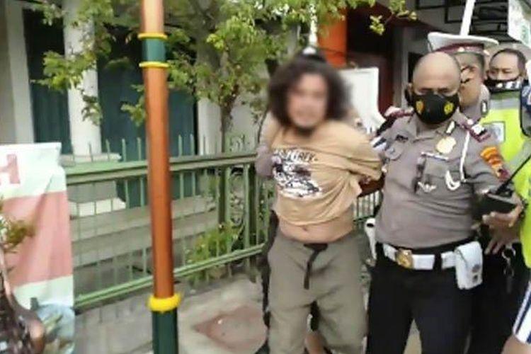 H, warga Solo, Jawa Tengah, yang memukul polisi saat terjadi razia protokol kesehatan pada Minggu (23/5/2021).