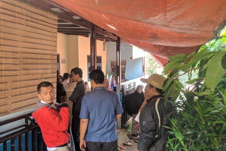 Suasana rumah duka korban kecelakaan Tanjakan Emen, Nahruyati di RT 05 RW 02, Pondok Terong Depok, Minggu (19/1/2020)