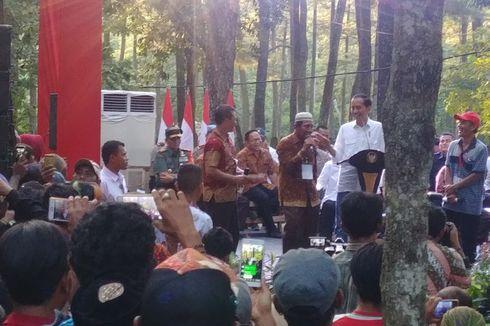 Harga Karet Jeblok, Jokowi Janji Pemerintah Beli dari Petani