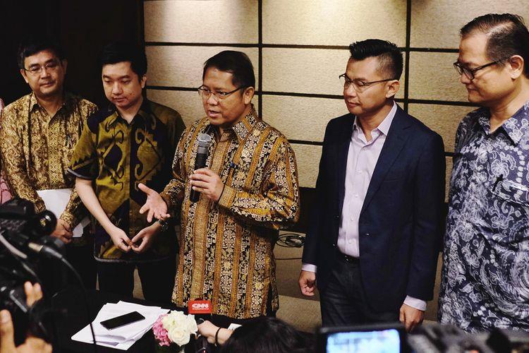 Menkominfo Rudiantara (tengah) dalam konferensi pers usai acara Next Indonesia Unicorn di Jakarta, Selasa (12/9/2017).