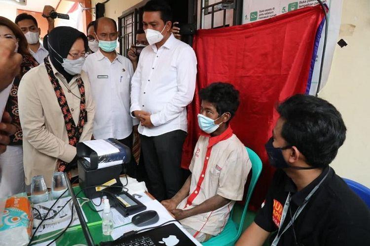 Dalam implementasi program pemberdayaan warga Komunitas Adat terpencil (KAT),  Menteri Sosial (Mensos) Tri Rismaharini menekankan pentingnya memenuhi hak-hak dasar warga KAT.