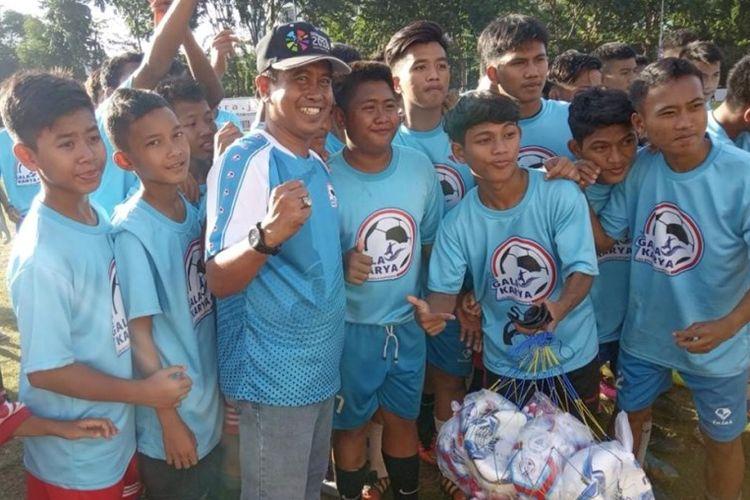Bersamaan dengan acara Kick Off ini, pihak yayasan memberikan donasi peralatan olahraga sepakbola kepada 15 Sekolah Sepak Bola (SSB) di Jakarta. Diharapkan perlengakapan ini bisa meningkatkan motivasi dan prestasi sepakbola ke-15 SSB tersebut.
