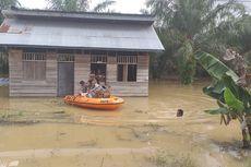 Kedinginan Dikepung Banjir, Keluarga di Rokan Hulu Ini Dievakuasi