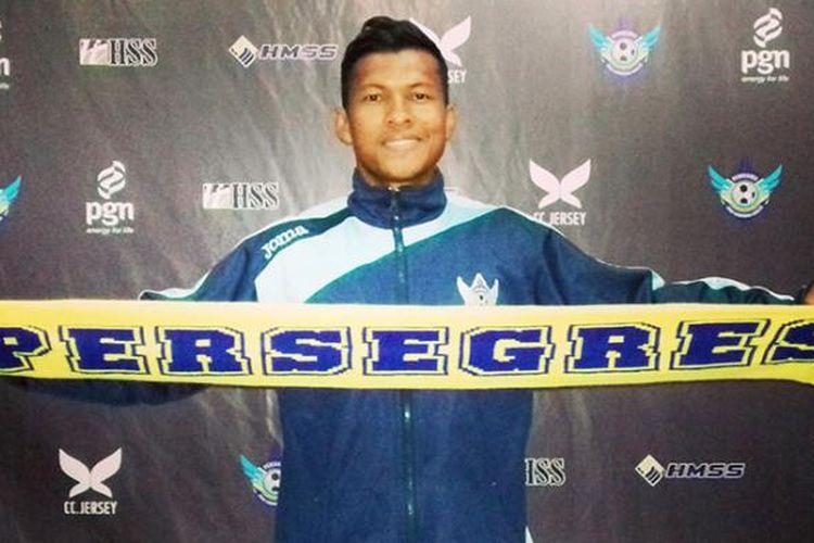 Abdul Abanda Herman saat diperkenalkan sebagai penggawa baru Persegres Gresik United.