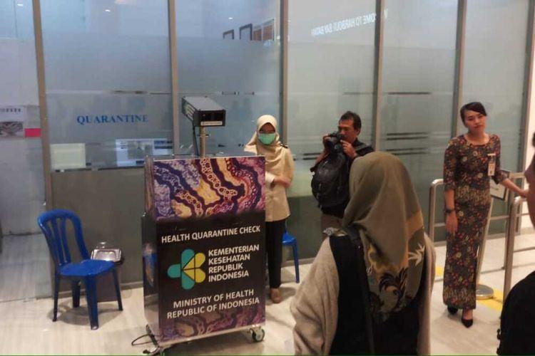 Penjagaan pintu masuk yang ada di Kota Batam, seperti Pelabuhan Ferry Internasional dan Bandahara Hang Nadim di batam, Kepulauan Raiau (Kepri) terus diperketat penjagaannya. Hal ini dilakukan seiring dengan dikeluarkannya larangan orang asing masuk ke Indonesia sesuai Peraturan Menteri Hukum dan HAM Nomor 11 Tahun 2020 tentang Pelarangan Sementara Orang Asing Masuk Wilayah Negara Republik Indonesia.