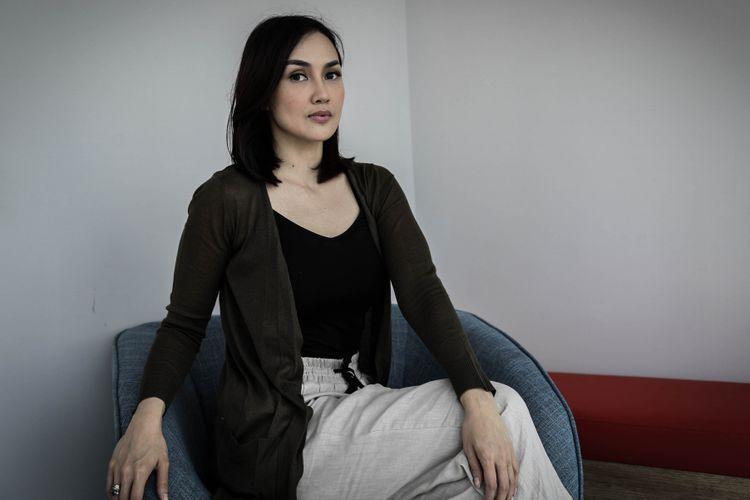 Sara Wijayanto berpose usai wawancara promo film Sabrina di Menara Kompas Gramedia , Palmerah Selatan, Jakarta, Rabu (09/5/2018). Film garapan rumah produksi Hitmaker Studios yang bergenre horor tersebut akan tayang pada 12 Juli 2018.