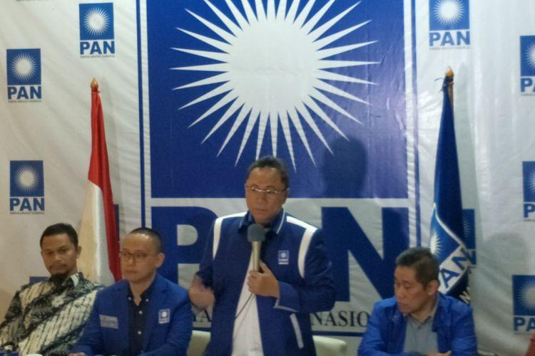 Ketua Umum Partai Amanat Nasional (PAN) Zulkifli Hasan saat memberikan keterangan pers di DPP PAN, Senopati, Jakarta Selatan, Selasa (9/1/2018).