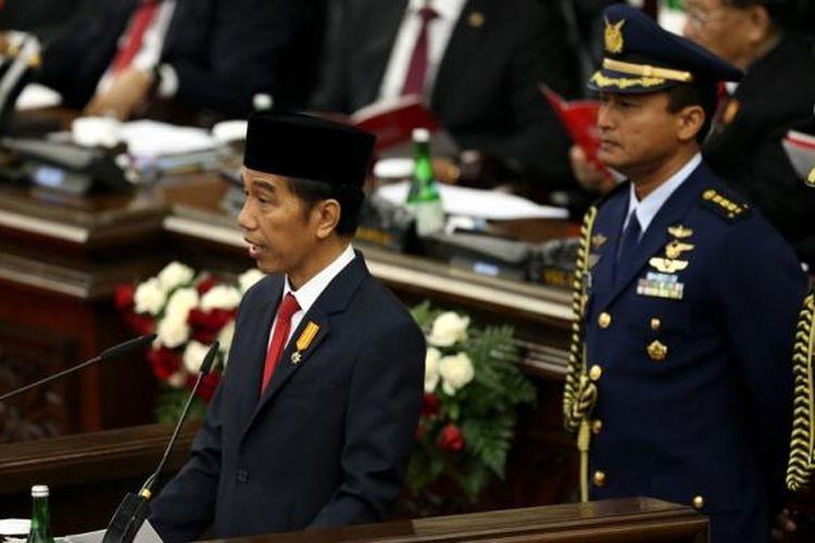 Presiden Republik Indonesia Joko Widodo memberikan pidato kenegaraan pada sidang tahunan Majelis Permusyawaratan Rakyat Republik Indonesia Tahun 2016 di Kompleks Parlemen, Senayan, Jakarta, Selasa (16/8/2016).