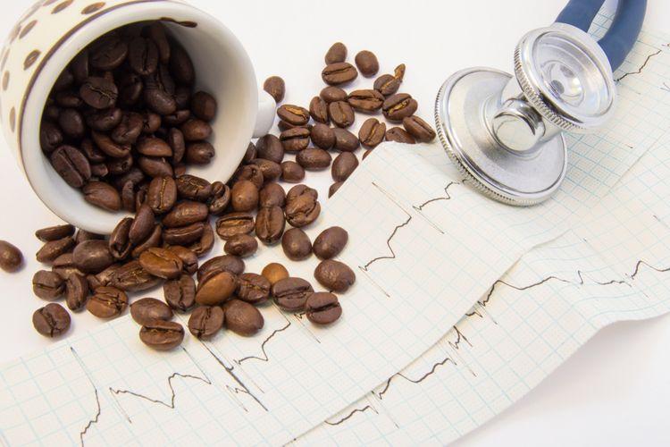 Ilustrasi kopi dan jantung berdebar