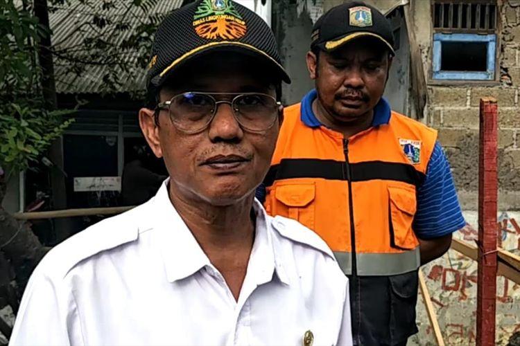 Kasatlak UPK Badan Air Jakarta Timur Leo Tantino di Kali Tegal Amba, Jakarta Timur, Rabu (10/7/2019).