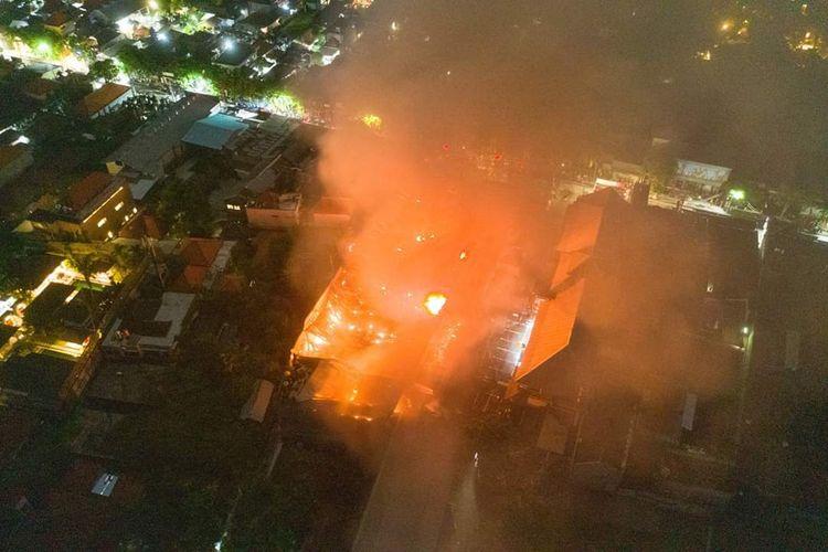 Kebakaran Supermarket Bintang, di Seminyak, Badung, Bali, Kamis (16/1/2020).