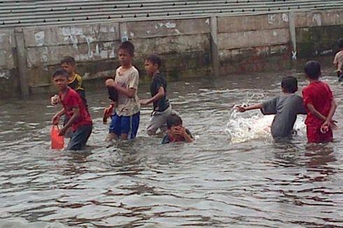 Hari Ini, Hujan Deras dan Banjir Rob Landa Jakarta