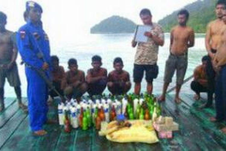 Menggunakan bahan peledak saat menangkap ikan, 2 kapal nelayan diamankan Patroli Satuan Polisi Perairan (Polair) Kepolisian Resor Raja Ampat, Rabu (28/1/2014)