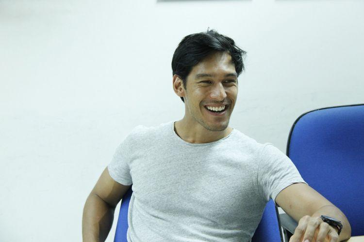 Artis peran dan pembawa acara Richard Kyle berkunjung ke Kompas.com, Gedung Kompas Gramedia, Jalan Palmerah Selatan, Jakarta Pusat, Senin (19/6/2017).