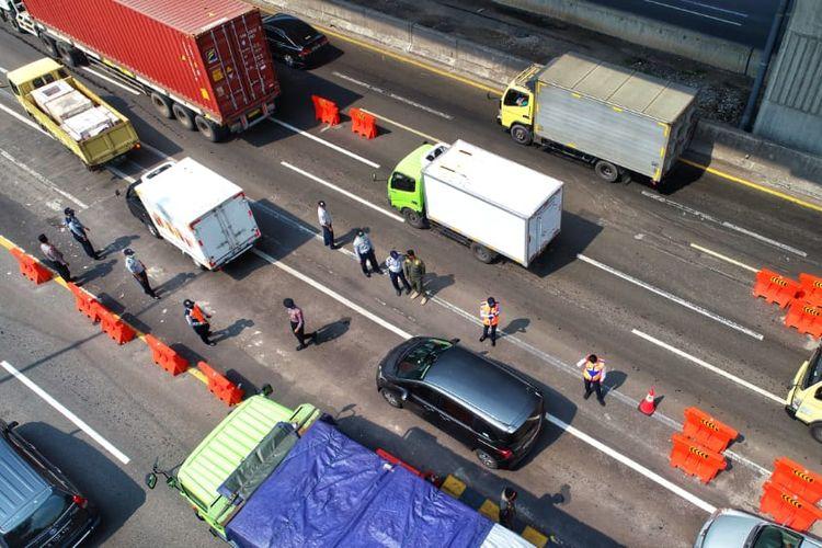 Pantauan lalu lintas di jalan tol