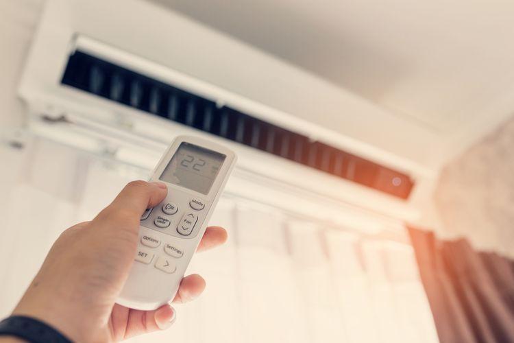 AC merupakan salah satu perabot elektronik yang memakan daya listrik lumayan besar.