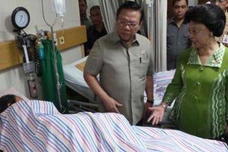 Menkokesra Agung Laksono dan Menkes Nafsiah Mboi, Jumat (22/2/2013), melakukan kunjungan ke Rumah Sakit Umum Daerah Budhi Asih.
