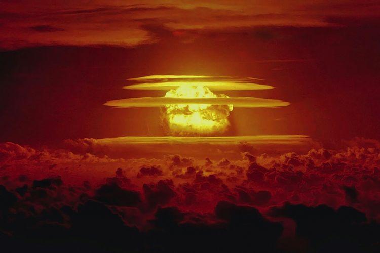 Awan berbentuk jamur dari uji coba nuklir Castle Bravo 1 Maret 1954