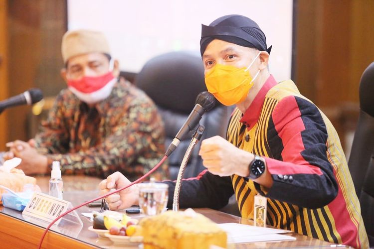Gubernur Jawa Barat Ganjar Pranowo menghimbau tokoh lintas agama dan generasi muda Forum Kerukunan Umat Beragama (FKUB) untuk menyebarkan kebaikan di Badan Kesatuan Bangsa Dan Politik (Kesbangpol) Jawa Tengah pada Kamis (1/4/2021).