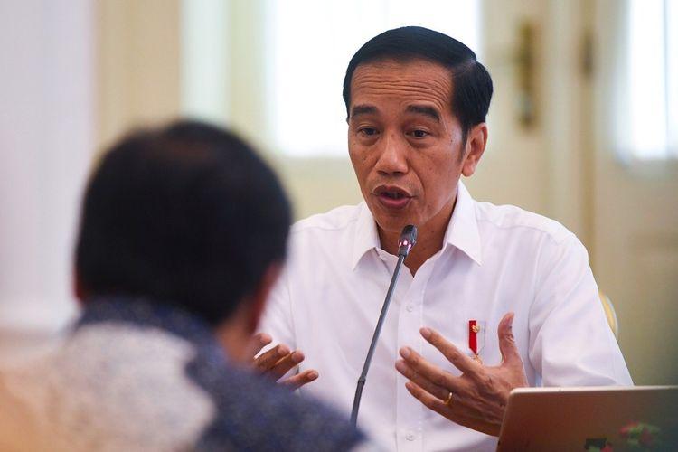 Presiden Joko Widodo memimpin rapat kabinet terbatas  di Istana Bogor, Jawa Barat, Jumat (27/12/2019). Rapat kabinet terbatas tersebut membahas perkembangan penyusunan Omnibus Law Cipta Lapangan Kerja. ANTARA FOTO/Wahyu Putro A/foc.