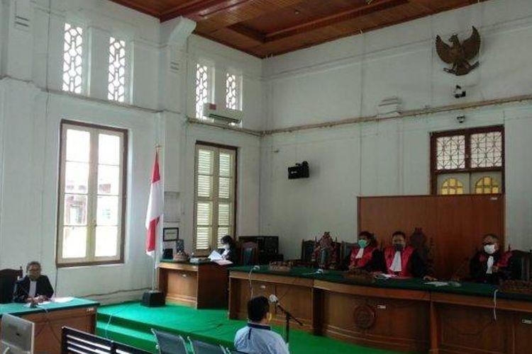 Wakil Ketua Dewan Pimpinan Daerah (DPD) 1 Partai Golkar Sulawesi Selatan, Muhammad Risman Pasigai divonis enam bulan penjara atas kasus dugaan pencemaran nama baik dalam sidang yang berlangsung Rabu (8/7/2020).