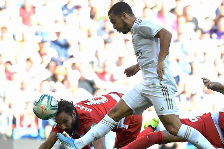 Eden Hazard mencetak gol pertamanya bagi Real Madrid pada pertandingan Madrid vs Granada dalam lanjutan La Liga Spanyol di Stadion Santiago Bernabeu, 5 Oktober 2019.