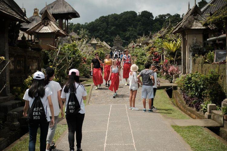 Destinasi wisata Indonesia dipadati wisatawan sebelum Covid-19 mewabah.