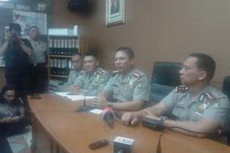 Kapolres Jakarta Selatan, Komisaris Besar Wahyu Hadiningrat saat memberikan keterangan, Jumat, (23/1/2015).