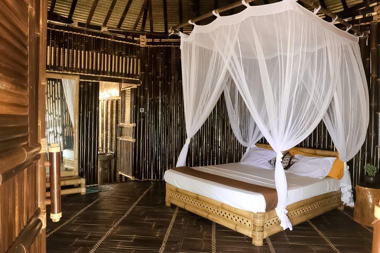 Interior ruangan Batik Villa di Nikki Peucang, Taman Nasional Ujung Kulon, Banten.