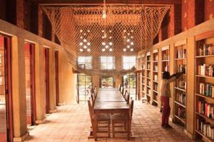 The Library of Muyinga merupakan bangunan pertama dalam proyek pembuatan sekolah bagi anak-anak tunarungu.
