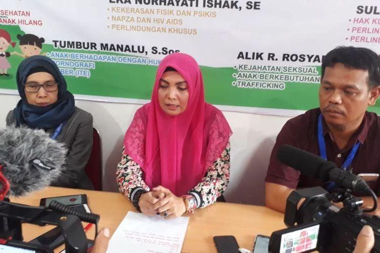 Ketua Komisi Perlindungan dan Pengawasan Anak Daerah (KPPAD) Kalimantan Barat, Eka Nurhayati Ishak menggelar pers rilis terkait perkara pengeroyokan pelajar di Pontianak, Kalimantan Barat, Selasa (9/4/2019).