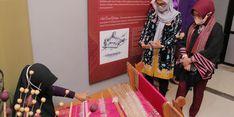 Berkunjung ke Bangka Belitung, Istri Menteri Desa Diperkenalkan Kain Tenun Cual
