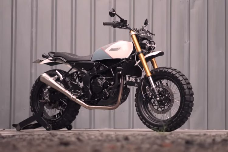 Motor custom Kawasaki Ninja RR Mono bergaya flat tracker buatan Katros Garage