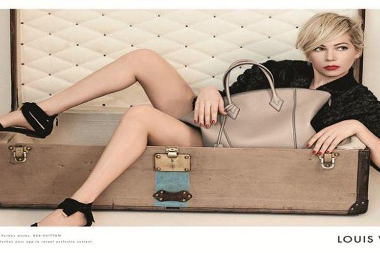 Pose anggun dan klasik Michelle Williams pada kampanye komersial Louis Vuitton