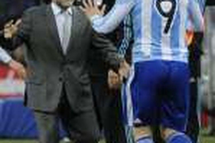 Gonzalo Higuain (nomor punggung 9) merayakan gol ke gawang Meksiko bersama Diego Maradona, pada laga Piala Dunia 2010 di Johannesburg, Afrika Selatan.