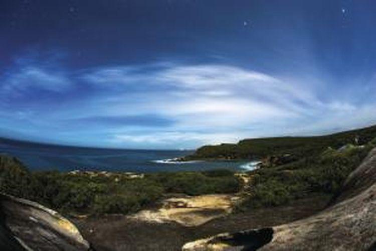 Taman ini menawarkan pengalaman snorkeling atau menyelam di sekitar teluk Coles Bay dan Great Oyster Bay.