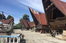 Pemerintah Bakal Rehabilitasi Rumah Adat di Kampung Ulos Samosir