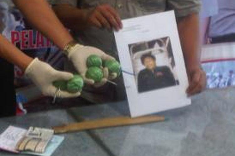 Bom ikan (bondet) ditemukan di jaket pelaku pencurian dengan kekerasan.