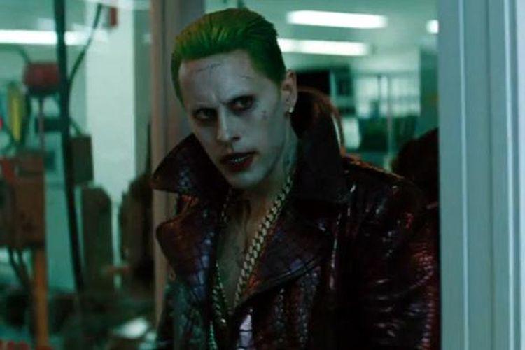 Jared Leto beraksi sebagai The Joker dalam film Suicide Squad (2016).