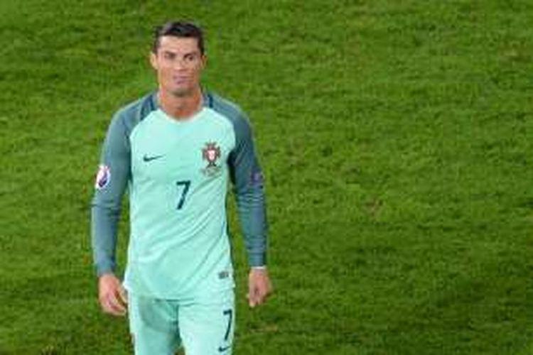 Ekspresi Cristiano Ronaldo usai laga babak 16 besar Piala Eropa 2016 antara Portugal dan Kroasia, di Stade Bollaert-Delelis, Lens, Sabtu (25/6/2016) waktu setempat.